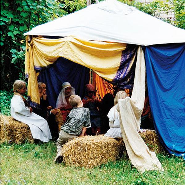 Nana Avingarde erzählt Märchen vor Kindern