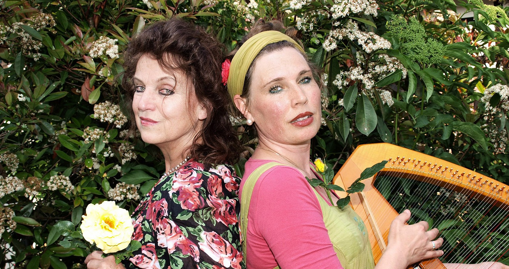 Foto von Märchenerzählerin Nana Avingarde und Sängerin Susanna Rosea